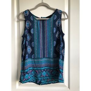 Patterned tank top with back button up detail